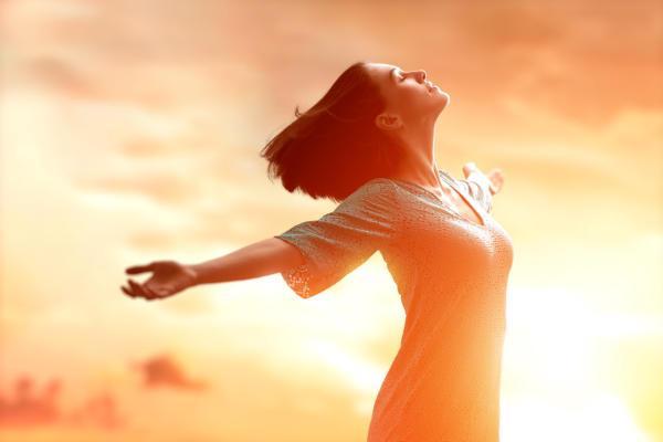 Vannak azonban olyan gyors, hatékony stresszoldó technikák, melyek egyszerre hatnak a tudattalanra, és a tudatos énedre. Segítségükkel lépésről lépésre megtanulhatod újra szeretni, és elfogadni magad.