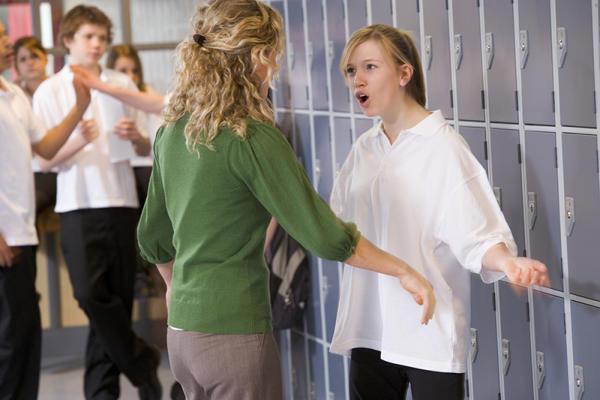 Gyermekem konfliktusba keveredik a tanárokkal. Tanár diák konfliktusok megoldása