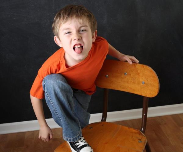 Hiperaktivitás jellemzői általános iskolás korban Az iskolás évek alatt a hiperaktív impulzív tünetcsoport jellemzőit mutató gyerekeket nem lehet nem észrevenni az iskolában