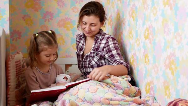 Hogyan olvassunk mesét a gyermekünknek? Az élvezetes meseolvasás titkai