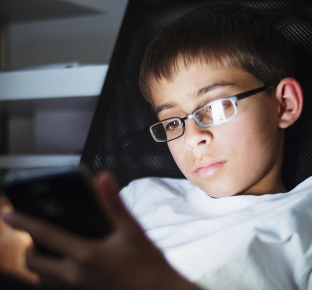 Mobil, számítógép, internetfüggőség
