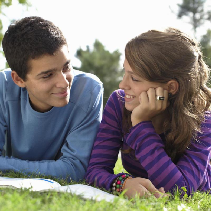 Kamaszok Bírod még idegekkel? Ha kamasz gyermeket nevelsz, az élet sok kihívás elé állít, miközben azt is csodálhatod, hogyan érik lassan felnőtté.