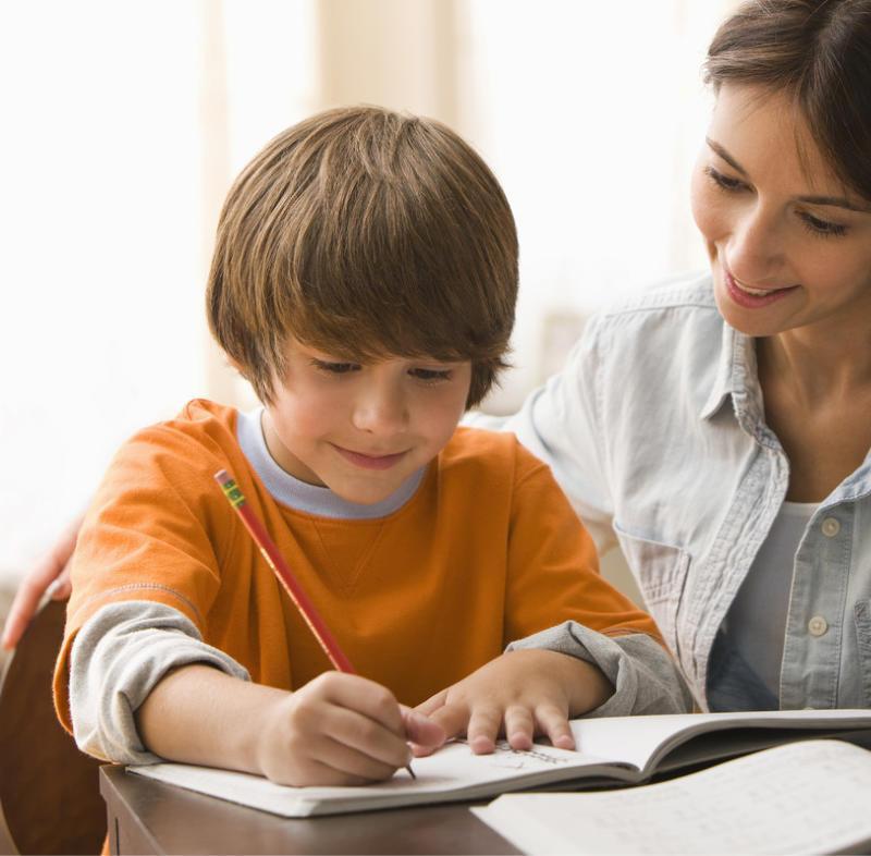 """Kisiskolások Ez az életszakasz az általános iskola alsó tagozatáról szól, ahol eldől, hogy a gyermeked szeret-e majd tanulni, vagy csatlakozik az """"uncsi a tanulás"""" csoporthoz."""