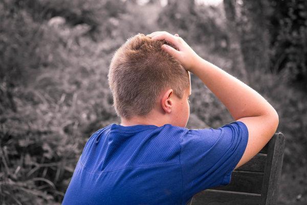 A szülői elidegenítés hatása egy gyerek önbizalmára