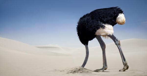 A szülői elidegenítés jeleire NEM dughatod homokba a fejed